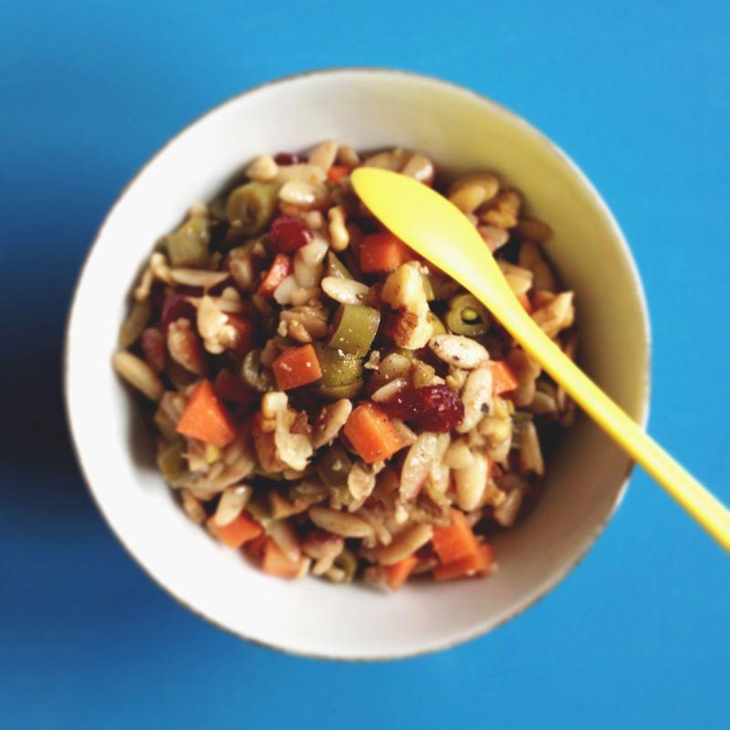Salade-pates-haricots-cranberries-noix