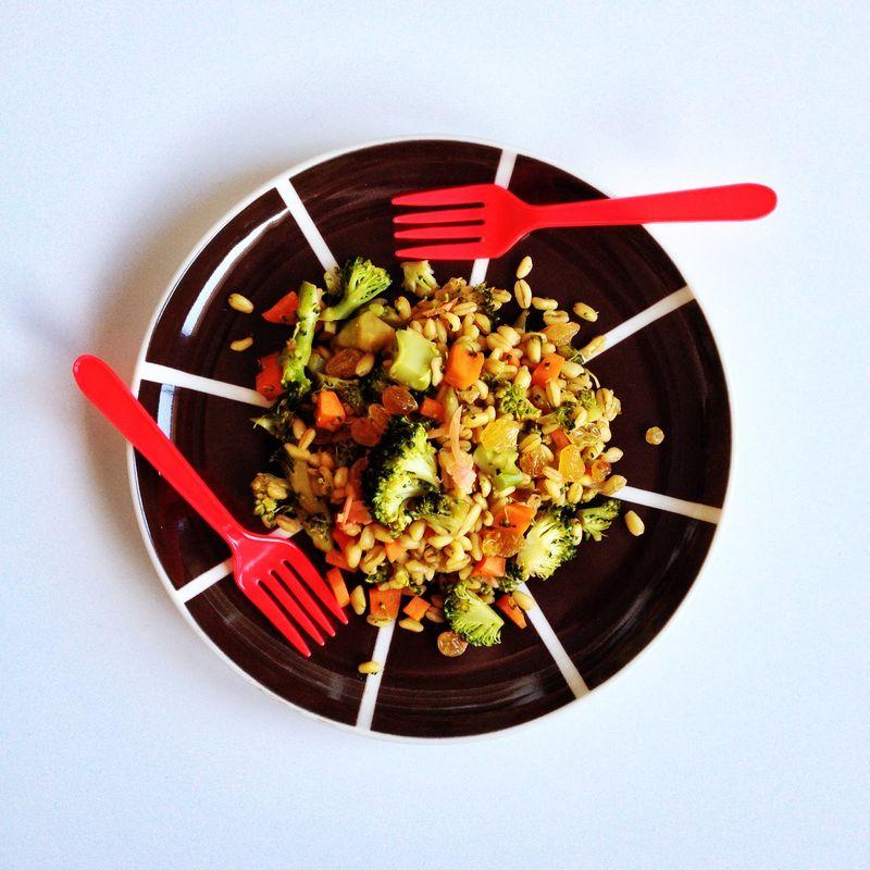 Poelee-ble-brocoli-carotte-gingembre-raisins