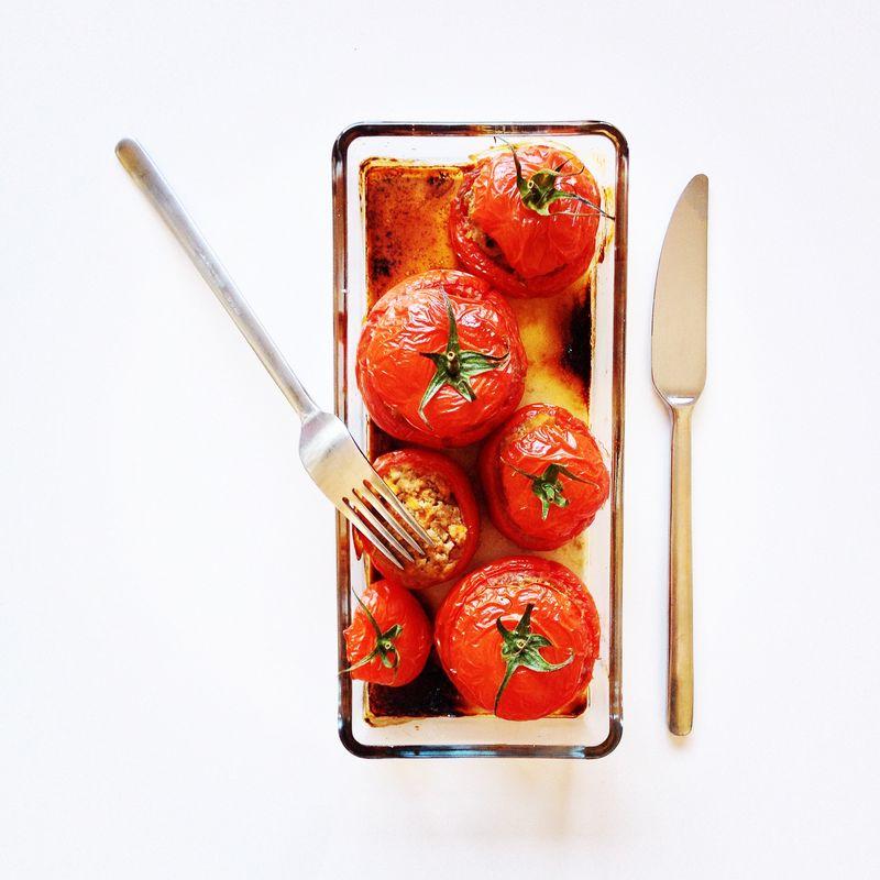 Tomates-farcies-boeuf-pois-chiches-fruits-secs