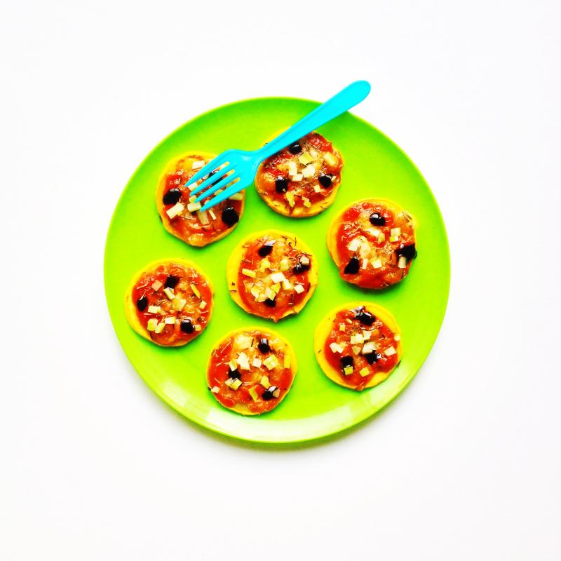 Pizzetas-courgettes-tomate-cacahuete-mozzarella